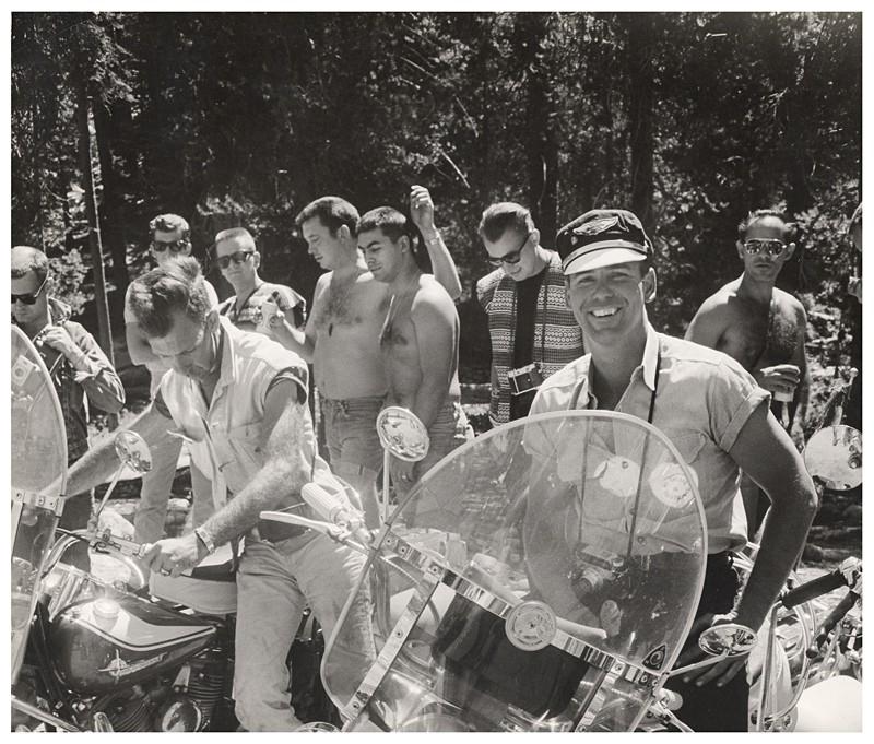 Satyrs junto a otros integrantes de clubs de gays motoristas durante un encuentro