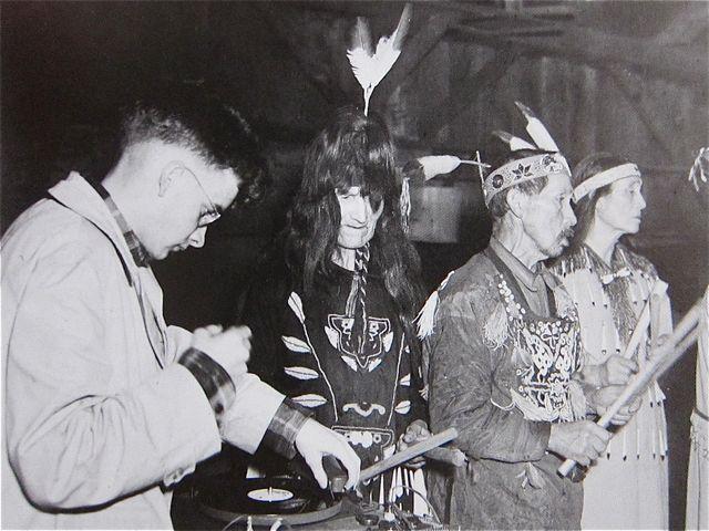 Harry Smith grabando una ceremonia Lummi