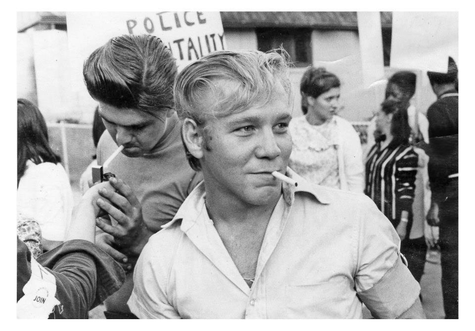 Greasers miembros de JOIN durante una protesta