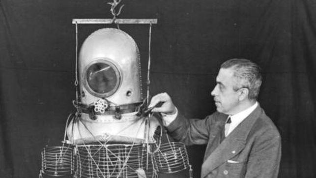 Emilio y su prototraje espacial
