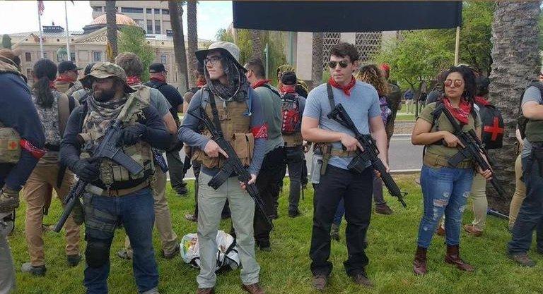 Varios integrantes del John Brown Club de Phoenix en una reciente protesta antirracista