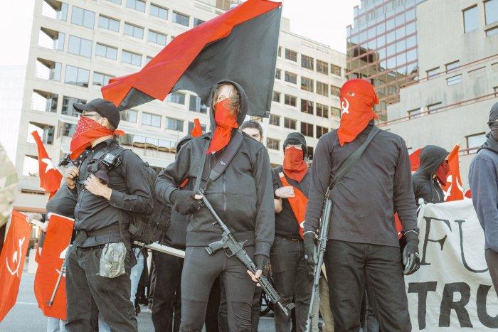 Miembros de los maoístas Red Guard, uno de los principales grupos armados antifascistas