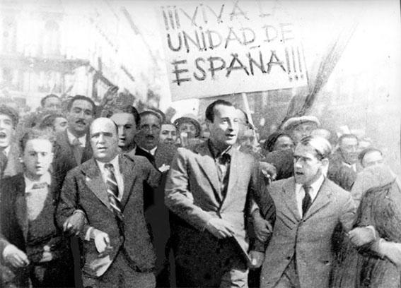 Manifestación en la Puerta del Sol de Madrid, encabezada por José Antonio Primo de Rivera, por la «unidad de España»