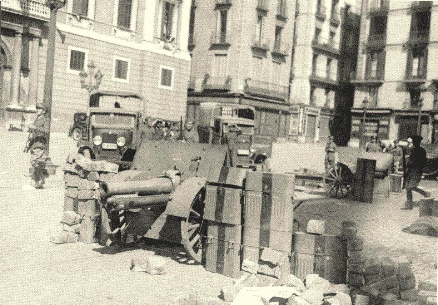 ocupacio-militar-de-la-pl-st-jaume-de-barcelona-el-dia-6-doctubre-de-1934.jpg