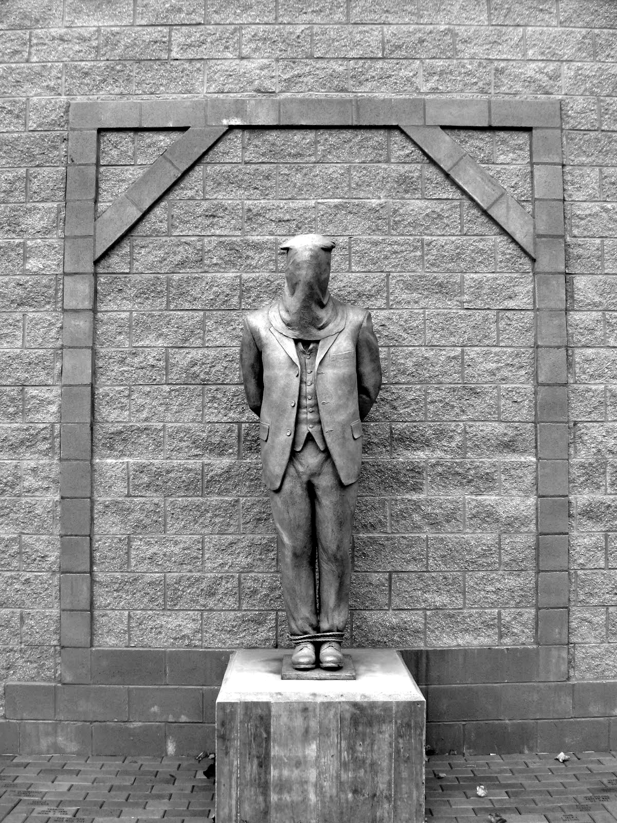 Monumento dedicado a los Molly Maguires. Memorial Park, Mahanoy City, Pennsylvania