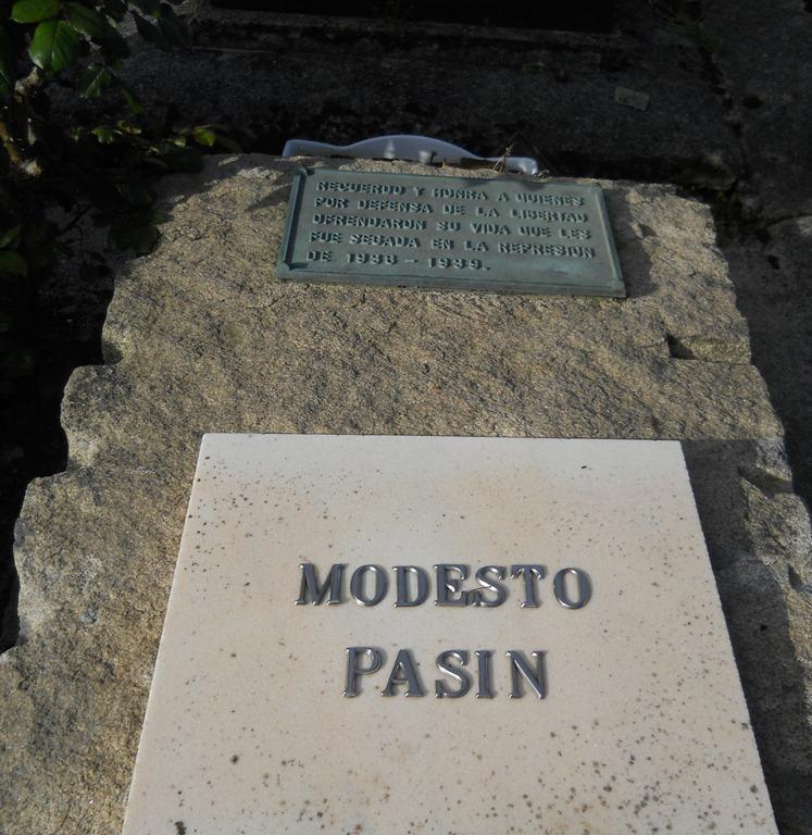 Lápida de Modesto Pasín
