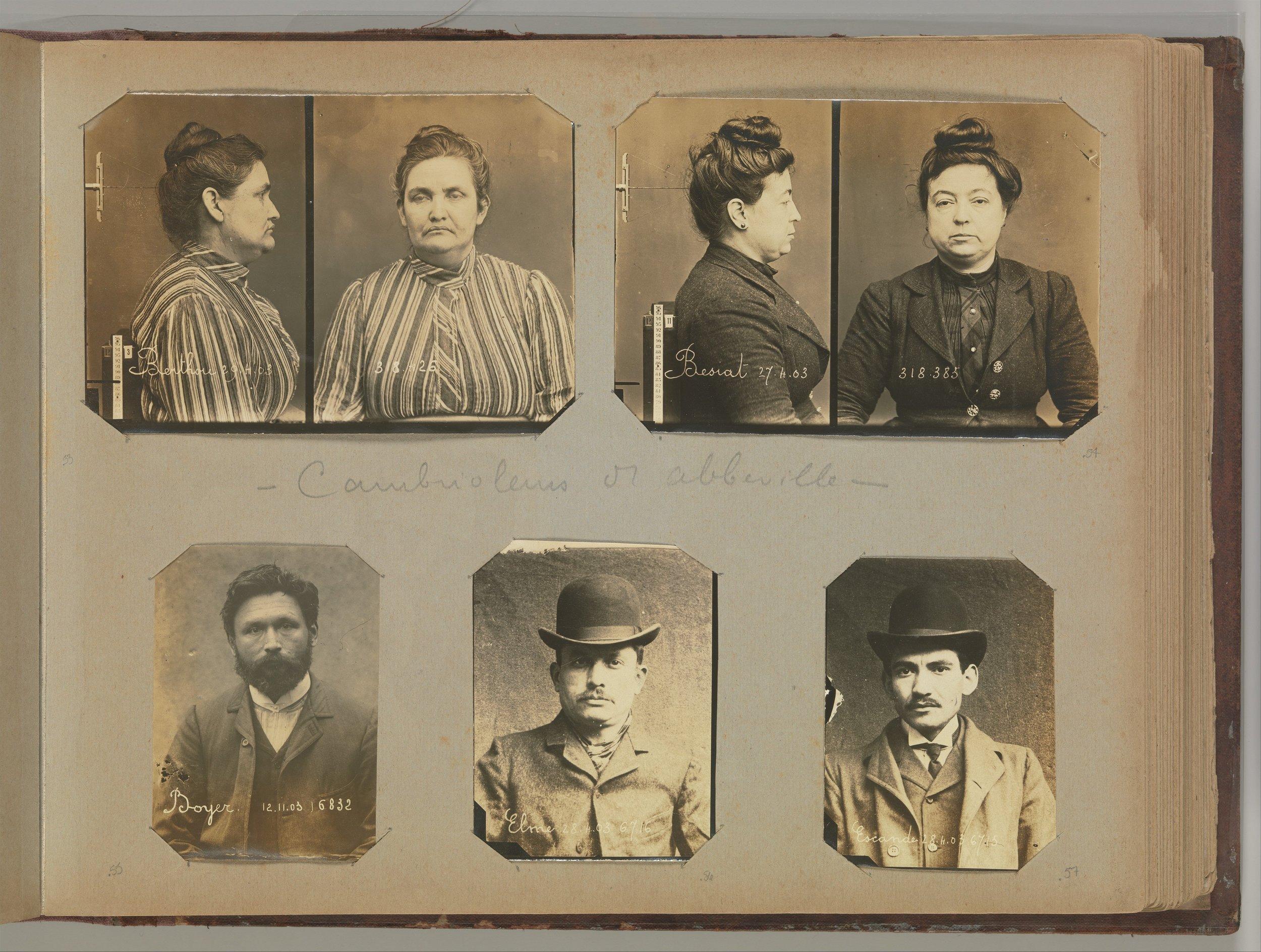 Alexandre Marius Jacob, abajo a la derecha, junto al resto de su banda. Fotografías:Alphonse Bertillon