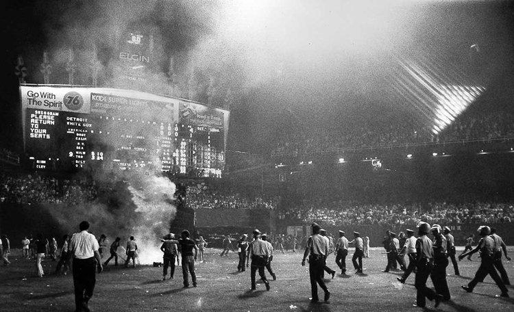 Protesta e incidentes en la  Disco Demolition Night  de Chicago (1979)