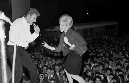 Johnny Hallyday y Sylvie Vartan en la plaza De la Nation (22 de junio de 1963)