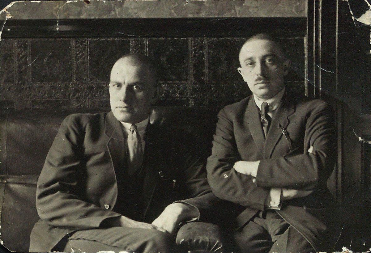 Mayakovski junto a Osip Brik