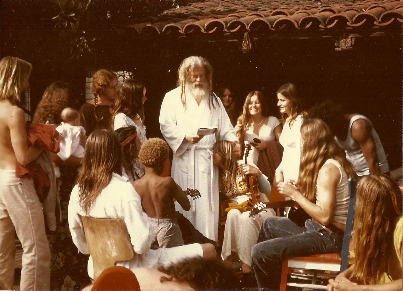 El padre Yod hablando a sus fiele