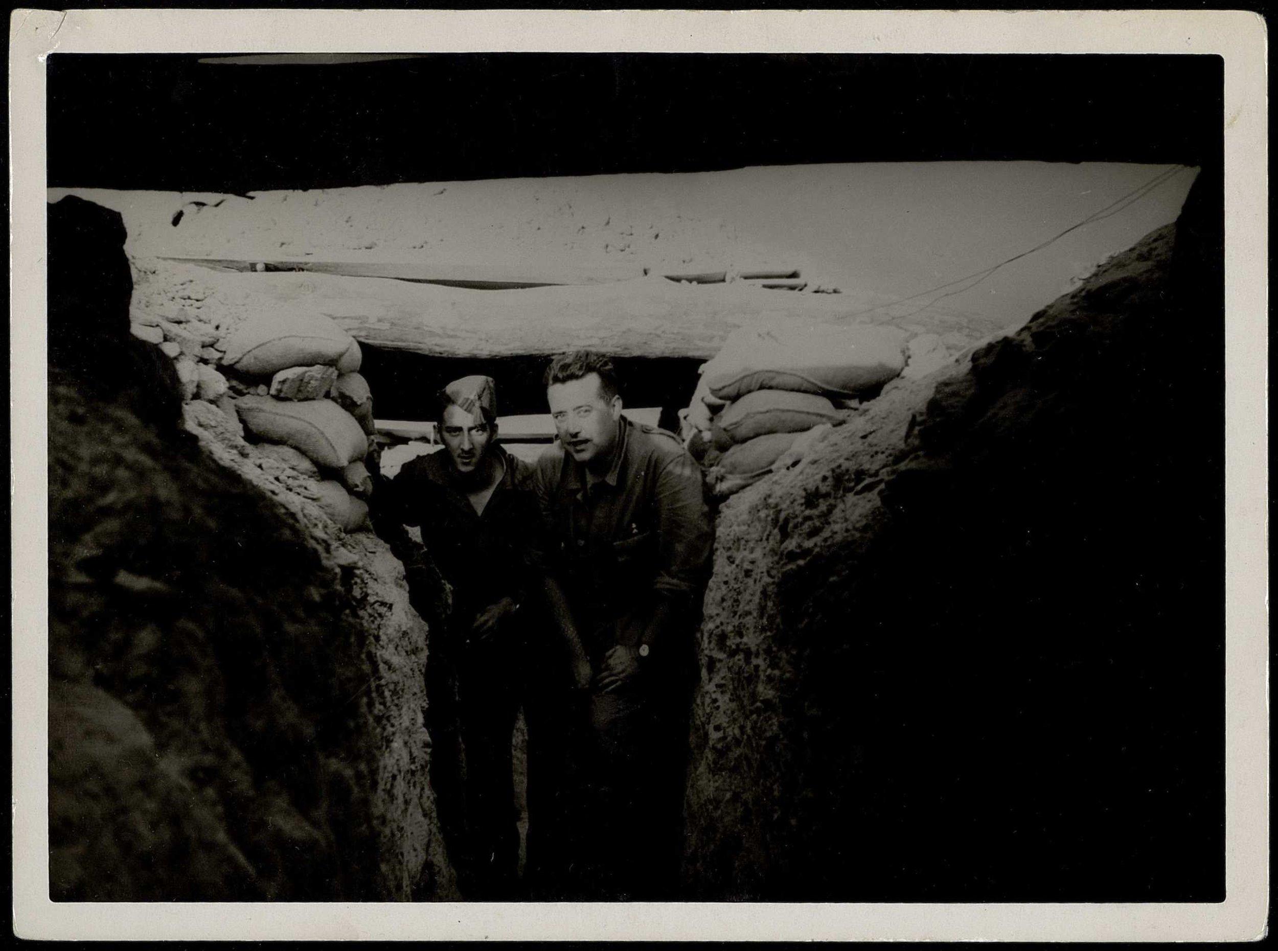 Neville, a la derecha, en el Frente de Madrid (septiembre de 1937)