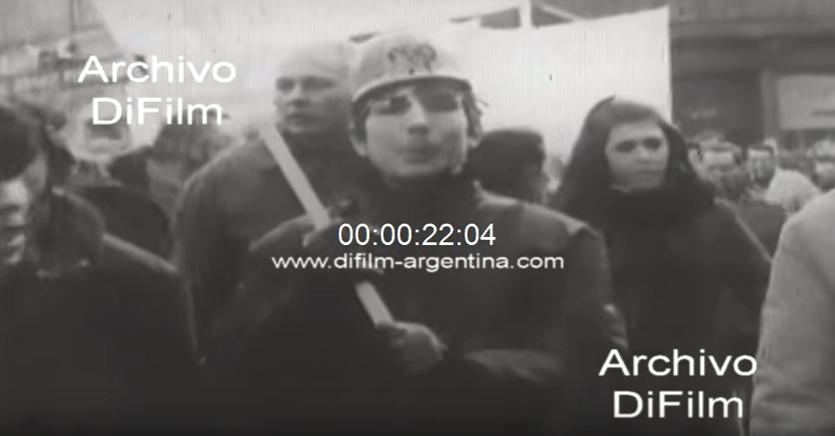 Manifestante con casco (DiFilm. España, 1969)