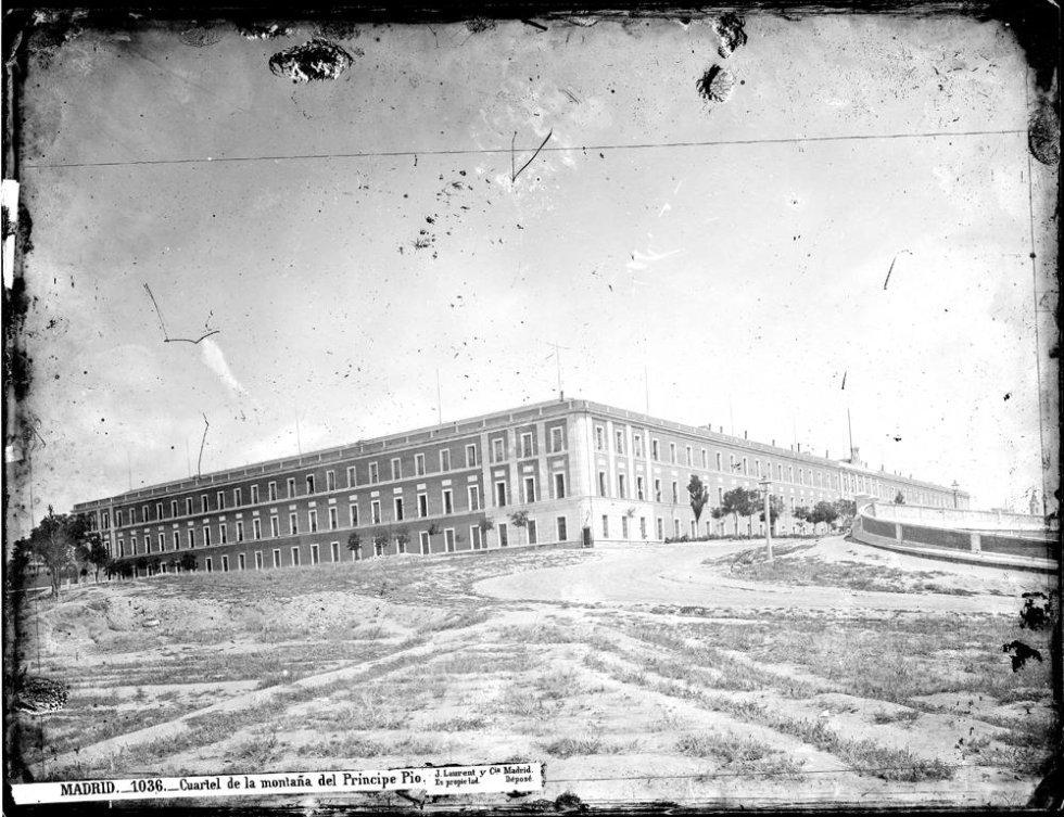 El Cuartel de la Montaña (Fotografía: J. Laurent / Archivo Ruíz Vernacci / Instituto del Patrimonio Nacional de España)