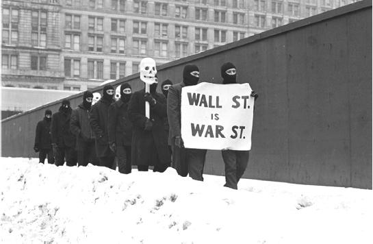 Motherfuckers / Black Mask durante una marcha por el distrito financiero de Wall street en febrero de 1967. Fotografías: Larry Fink
