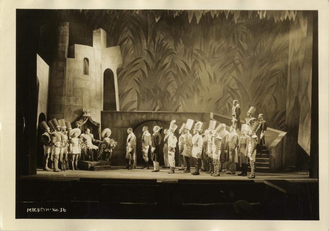 Imágenes del estreno de la obra, incluido los bailarines y hechiceros. Fotografías: Detroit Public Library