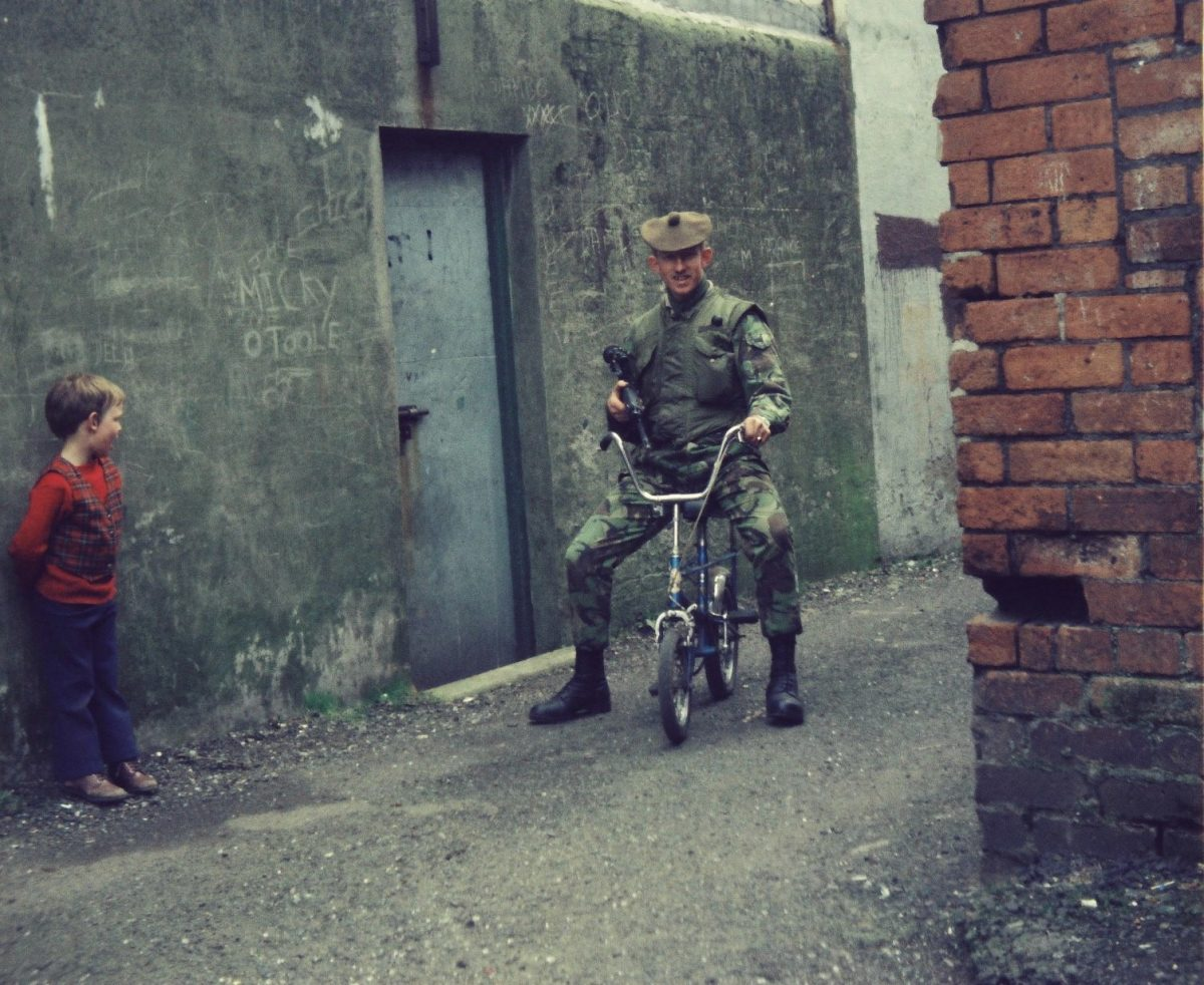 Bawnmore-Estate.-Belfast-Gordon-Highlander-on-Foot-Patrols-in-Bawnmore-Estate-Belfast-in-19778-1200x982.jpg