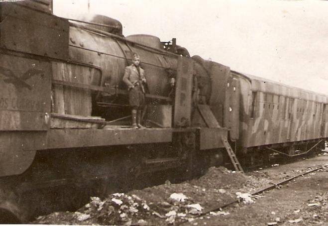 Tren blindado y decorado de «Los Cuervos»
