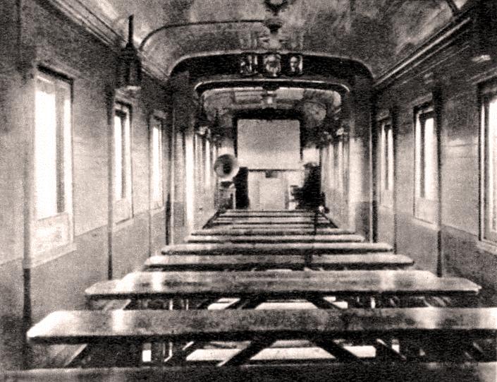 Sala de cine soviética en un tren de instrucción