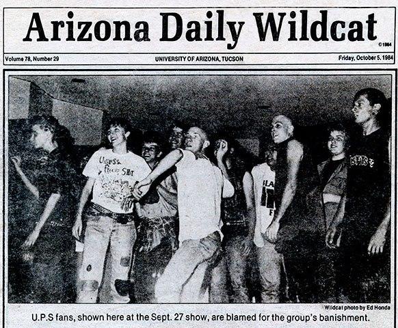 Una imagen del famoso concierto. Los fans y U.P.S. portada del  Arizona Daily Wildcat