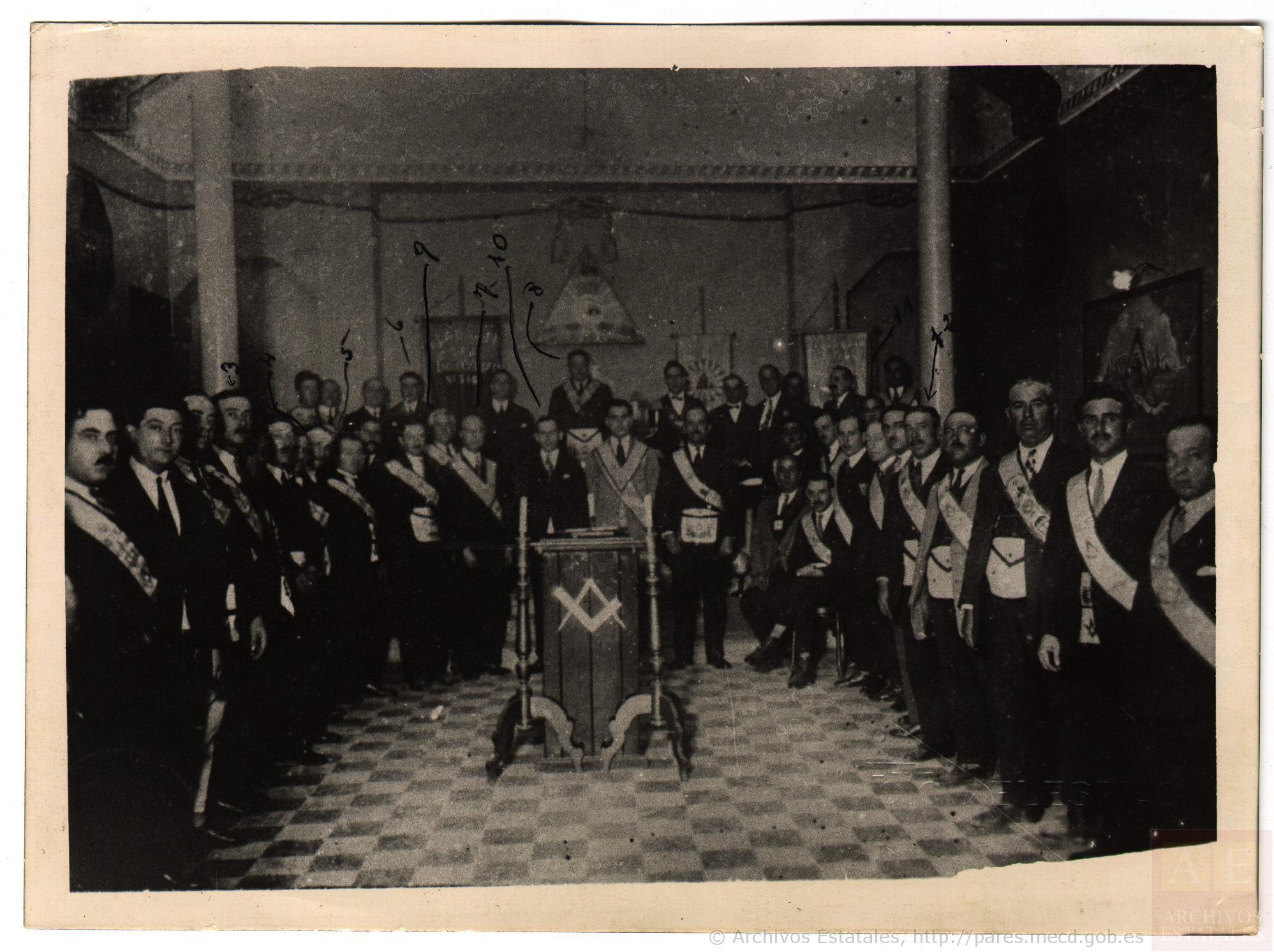 Tenida fúnebre en recuerdo de Carmen de Burgos (Centro Documental de la Memoria Histórica, 1932)