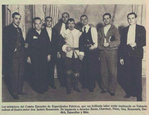 Los integrantes del Comité Ejecutivo de Espectáculos Públicos de Valencia junto a Jacinto Benavente (Crónica, febrero de 1937)