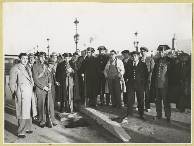 Alcantarilla por la que se fugaron 58 presos de la cárcel modelo de barcelona, en diciembre de 1932. fotografía: pérez de rozas