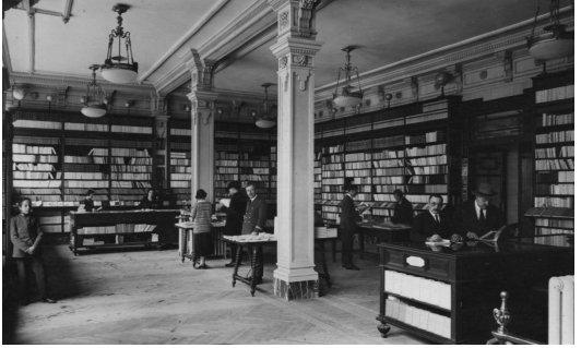 interior de la Casa del Libro de la Gran Vía (Librería Espasa-Calpe) durante los años treinta. Archivo Regional de la Comunidad de Madrid.