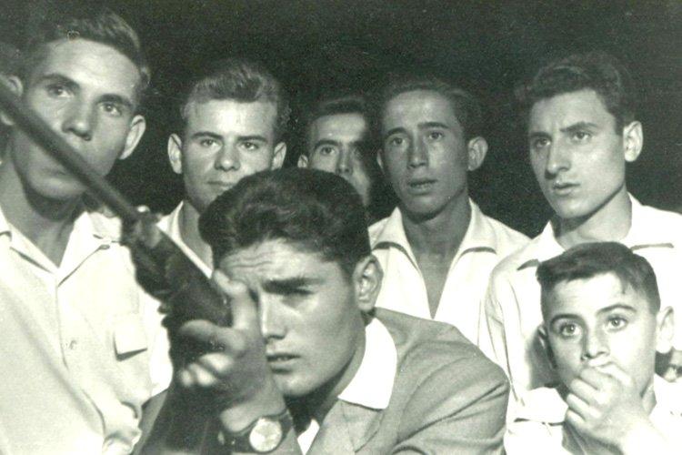 Un grupo de amigos en la Feria de Alcalá de Henares (1956). Archivo Regional de Madrid.