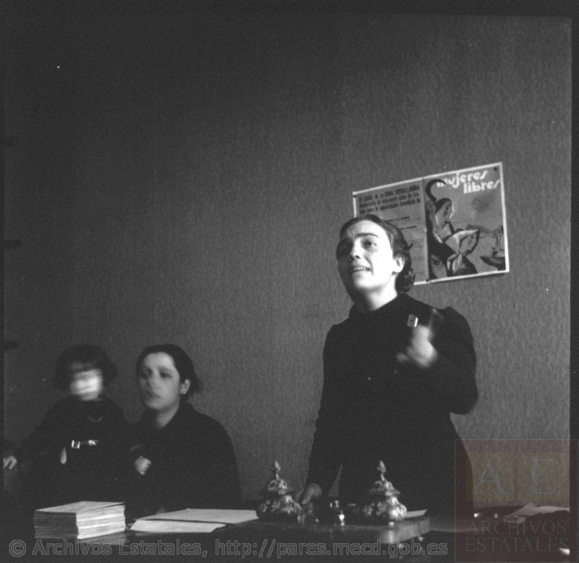 Reunión de Mujeres Libres (1937). Anarquismo, feminismo y la belleza de nuestra historia. (Fotografía: Centro de Documentación de la Memoria Histórica)