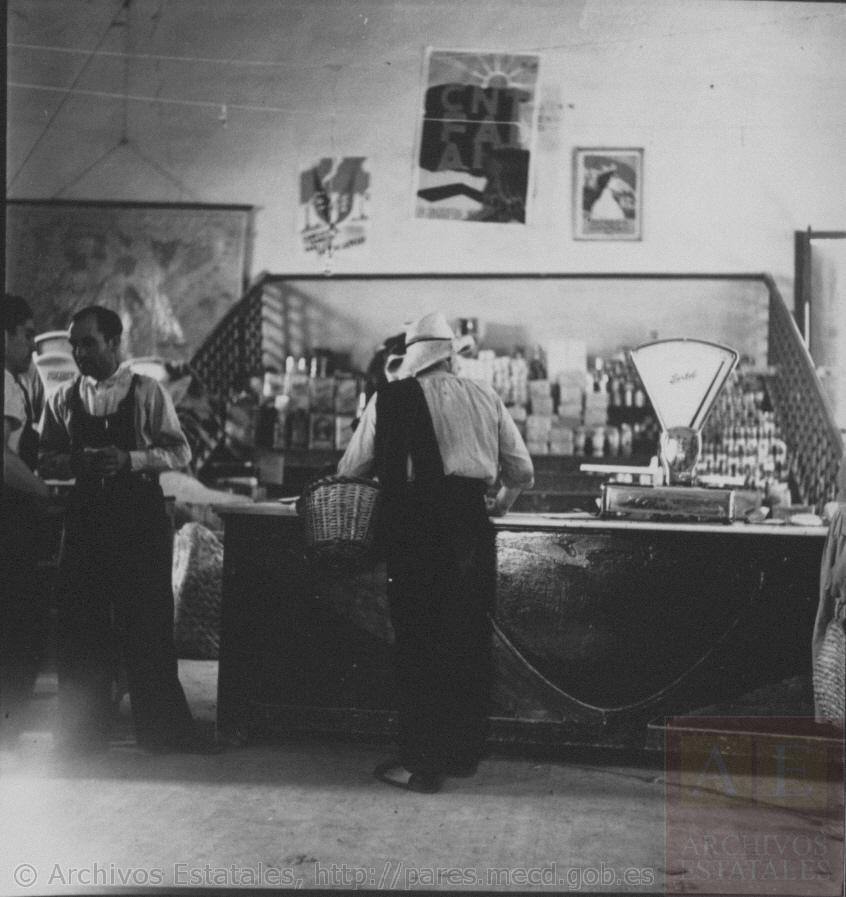 Carteles de CNT/FAI en el mercado de Játiva (Valencia). Fotografía: Kati Horna (1936-1939)