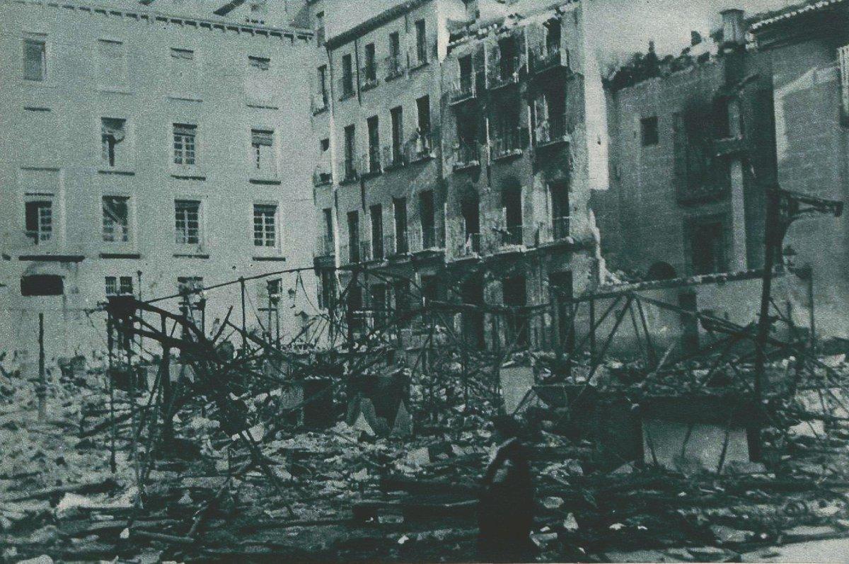 Plaza del Carmen de Madrid (a la derecha puede verse el edificio de los antiguos cines Acteón) tras el bombardeo fascista (noviembre de 1936). Foto: Santos Yubero