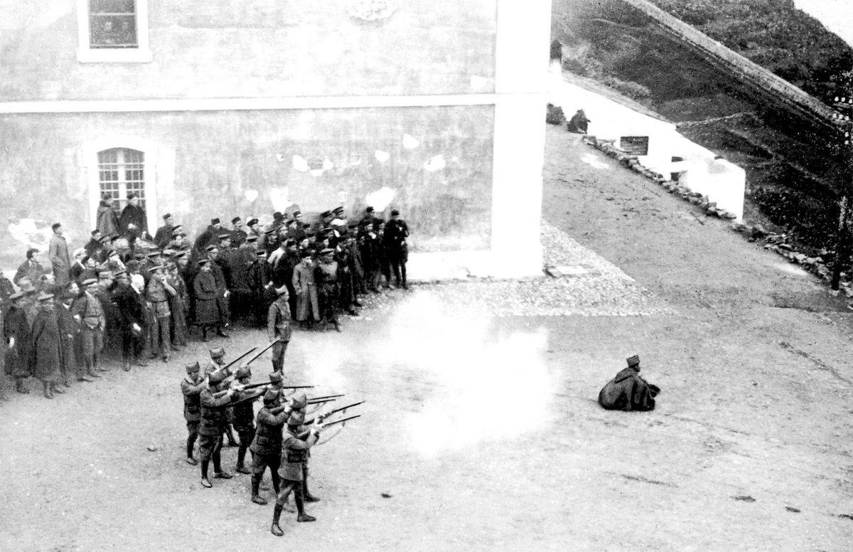 Melilla, ejecución en noviembre de 1921 del legionario Manuel Arias, condenado por el asesinato de un cabo del Tercio. Fotografía: ABC