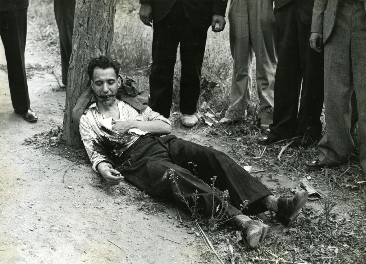 Tiroteo entre agentes y atracadores (uno de ellos gravemente herido) en la carretera de Can Gomis el 28 de julio de 1934 Fotografía: Carlos Pérez de Rozas