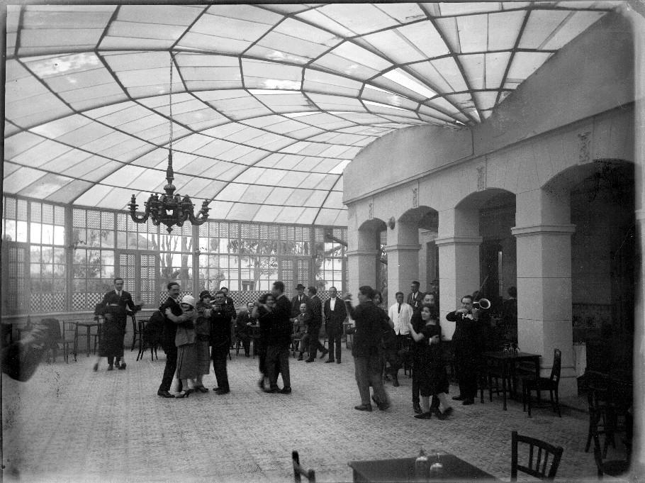 Madrid. Sala de baile. Orquesta y parejas bailando. Casa Moreno. Archivo de Arte Español (1893-1953)