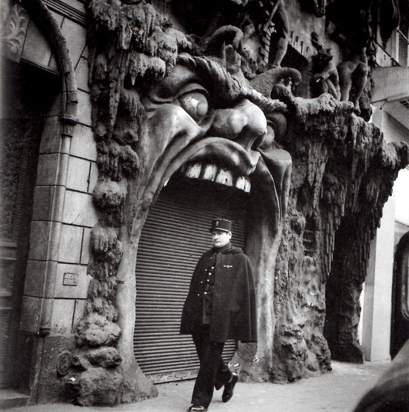 Fachada del Cabaret del Infierno de París, finales del siglo XIX