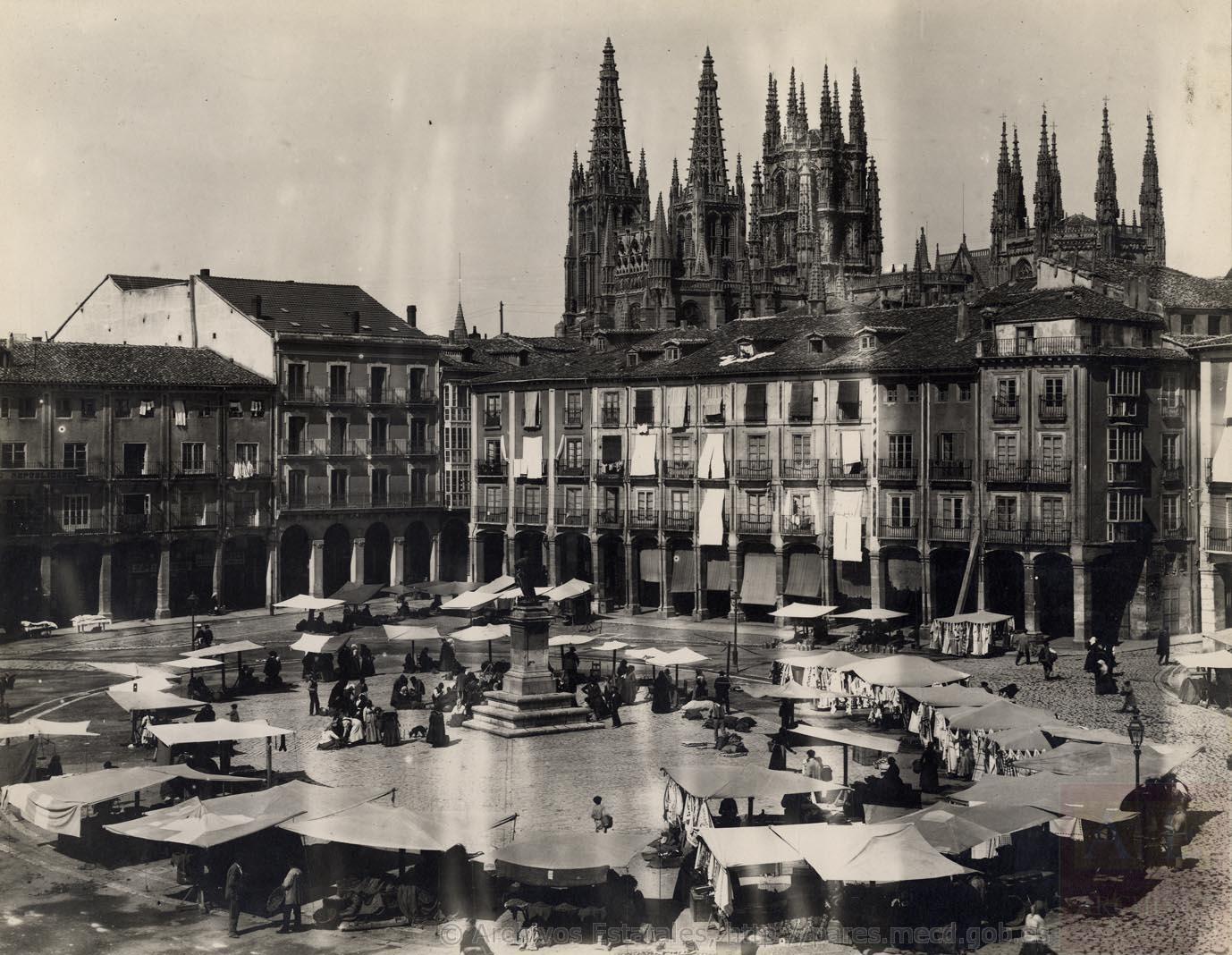 Plaza Mayor y vista de la Catedral de Burgos (1928). Fotografía: Archivo General de la Administración,