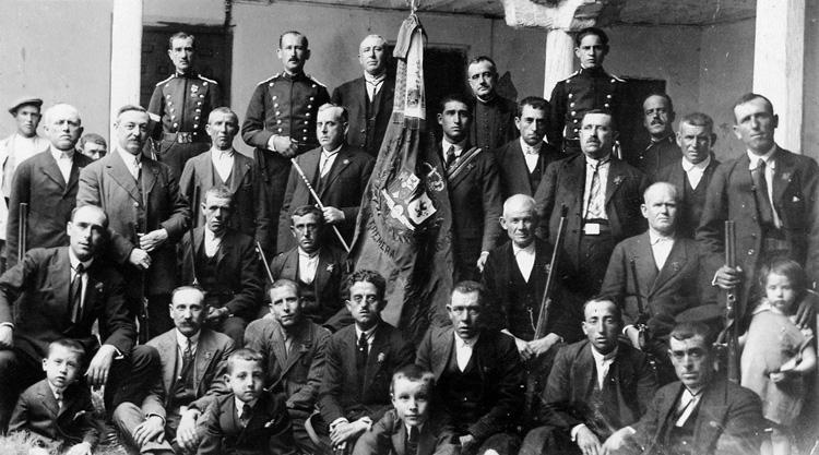 Bandas paramilitares del Somatém de Estremera (1920). Archivo Regional de la Comunidad de Madrid.
