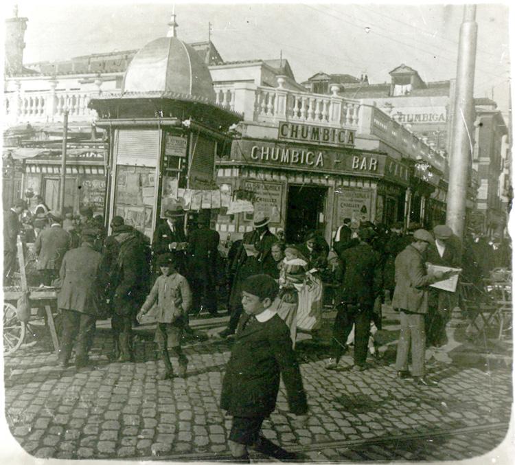 Bar Chumbica en la glorieta de Cuatro Caminos (1920). Fotografía: Archivo Regional de la Comunidad de Madrid.