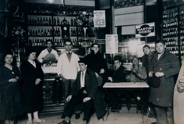 Bar de Moncloa (Madrid) en 1950. Fotografía: Archivo Regional de la Comunidad de Madrid.
