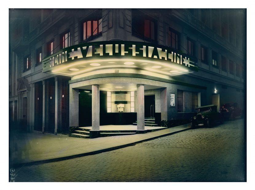 1933, entrada Cine Velussia, Gran Vía. Diseñado por José Mª Mendoza Ussía y José de Aragón Pradera. Foto Luis Lladó. Archivo CSIC. Coloreada.