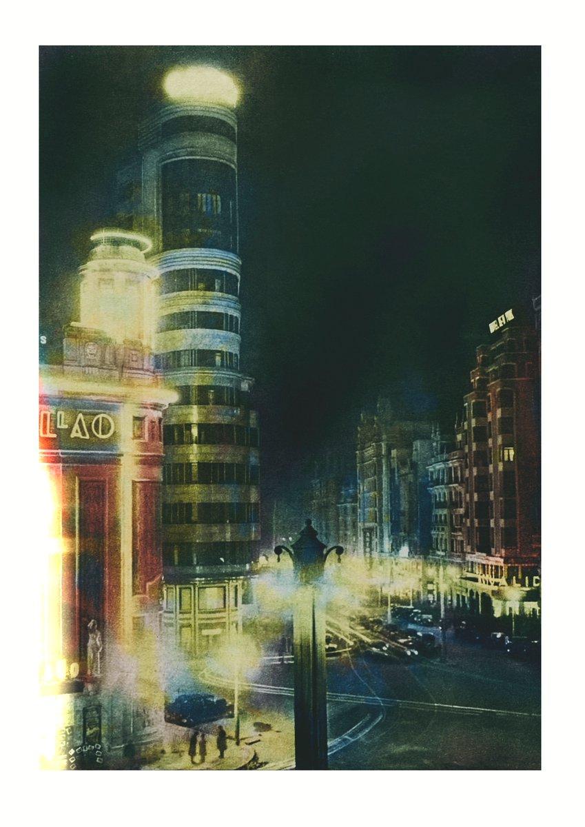 1935, vista nocturna del tercer tramo de la Gran Vía de Madrid y del edificio Capitol. Foto Videa. Crónica 20/01/1935. Achivo BNE. Coloreada.