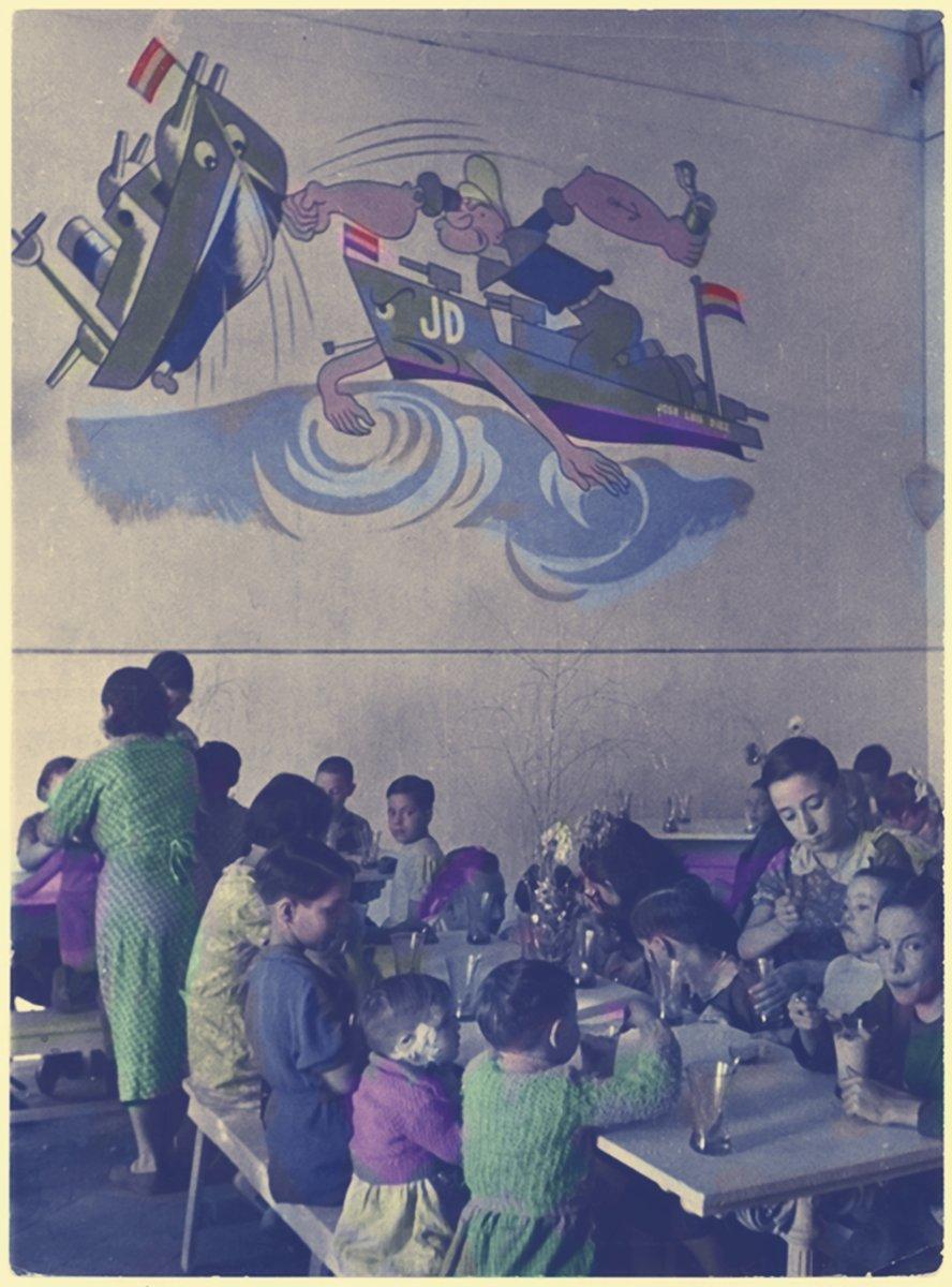 Octubre 1938. Refugio para niñas y niños en Barcelona. Foto David Seymour. Archivo ICP. Coloreada