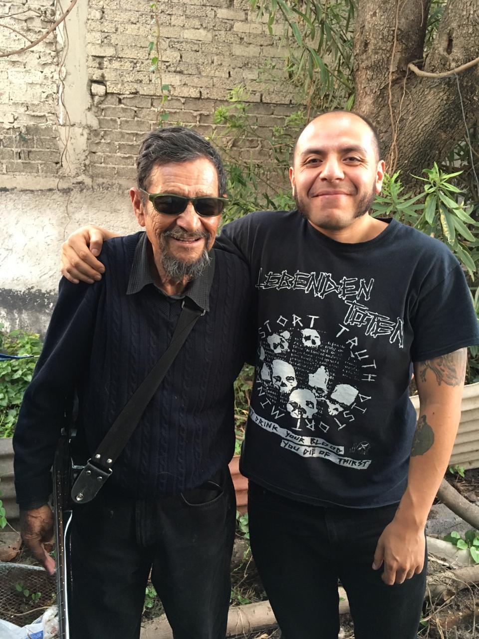 Polo Pepo en la actualidad junto a Yecatl, autor de la entrevista. Fotografía: Archivo La Vida Es Un Mus
