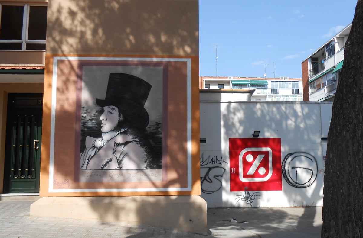 Junto al mural de  Perro Semihundido  existe otro dedicado a Goya. Fotografía: El autor