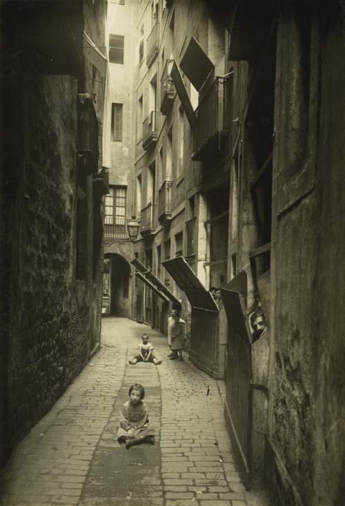 Calle Malla (Barcelona, 1908). AFB. Fotografía: Adolf Mas