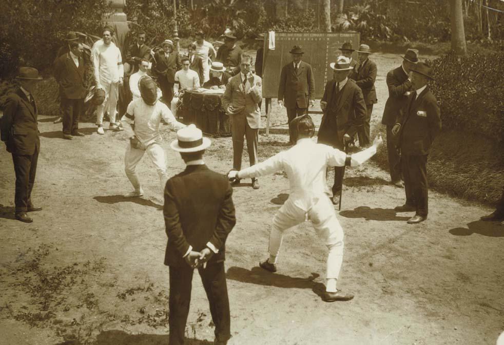 Campeonato catalán de esgrima (Barcelona, 1925). AFB. Fotografía: Josep M. Sagarra