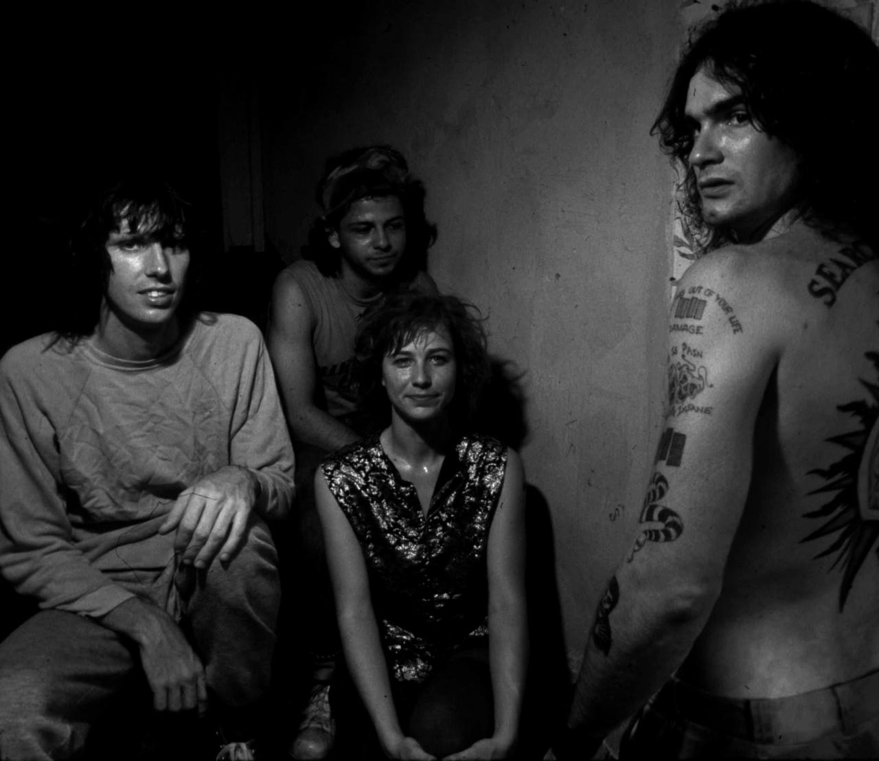 Kira con Black Flag en 1985. Fotografía: Ben DeSoto