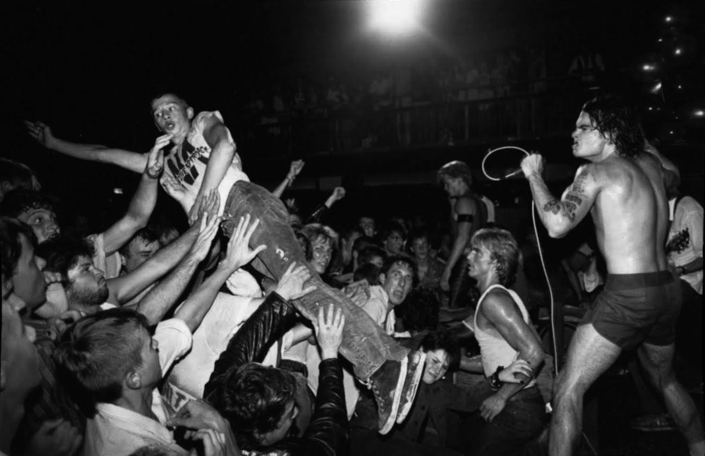 Black Flag en The International Club de Houston, Texas (1985). Fotografía: Ben DeSoto