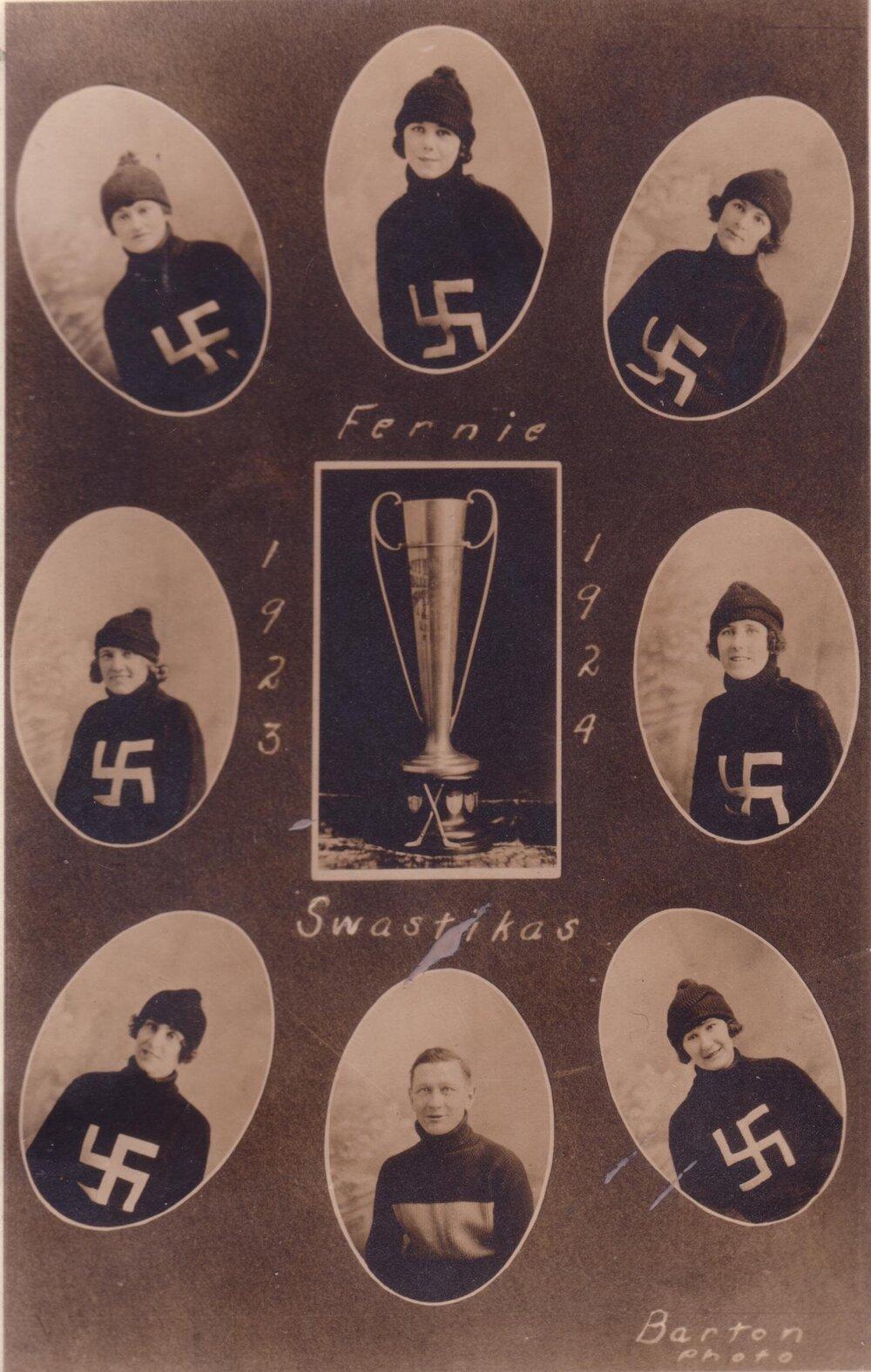 Las principales jugadoras de las Fernie Swastikas junto a su entrenador y la copa que ganaron (1923)